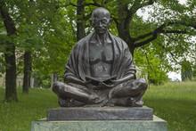 """Gandhi-Statue Bei Den """"United"""