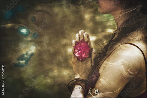 Photographie close up of yoga woman hands in namaste gesture with rose flower