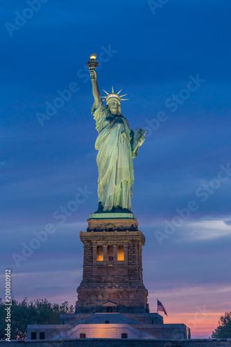 Fotobehang New York City Statue of Liberty at dusk, New York City, USA.