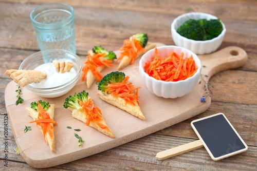 Foto op Plexiglas Buffet, Bar Lustige Karotten