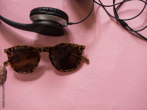 Papiers peints Magasin de musique Sunglasses, earphones and seashells on pink background