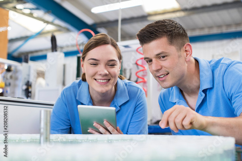 Fotografía Engineer And Apprentice With Digital Tablet Working In Bottle Capping Factory