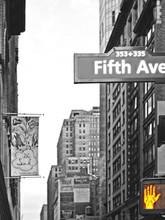 Traffic Light Stop On Fifth Av...
