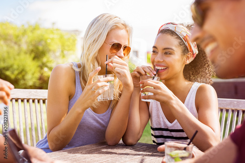 Fotografia, Obraz Women talking and drinking