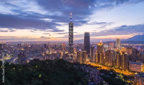 Photo Taiwan Taipei city night view seen from mt.Elephant.