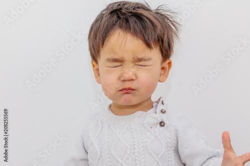 Fotografie, Obraz  kleiner Junge hat etwas saures gegessen