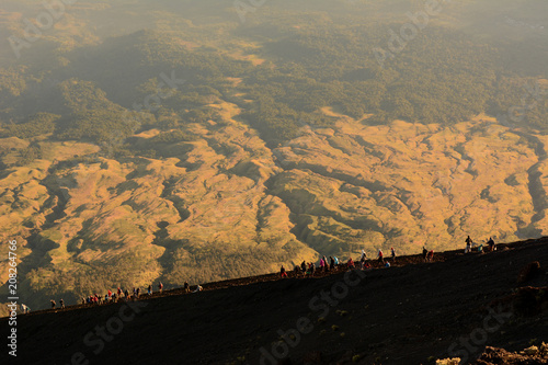 Staande foto Zwart stream of hikers up mount rinjani
