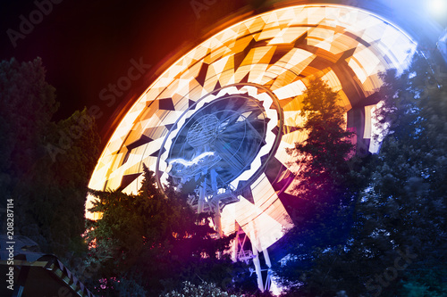 Photographie  Ferris wheel photographed at long exposure