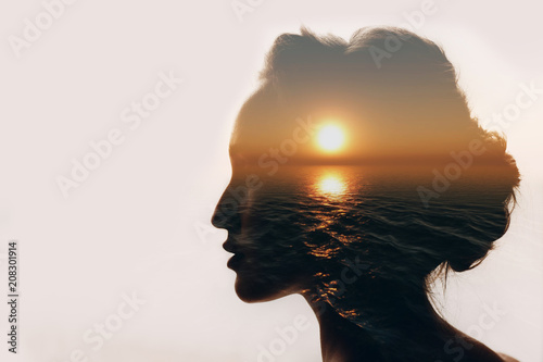 Stampa su Tela  Psychology concept. Sunrise and woman silhouette.