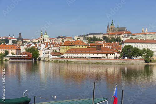 Staande foto Praag Spring Prague gothic Castle with the Lesser Town above River Vltava in the sunny Day, Czech Republic