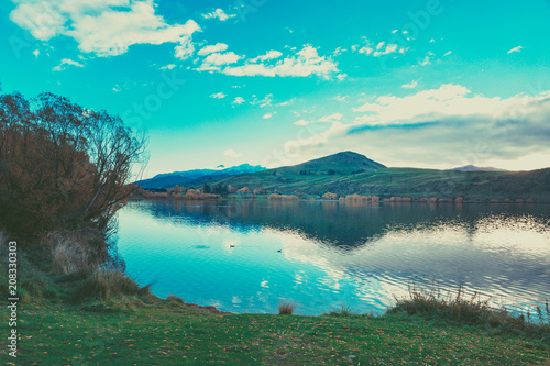 Keuken foto achterwand Groen blauw Autumn in Lake Hayes, Queenstown New Zealand landscape