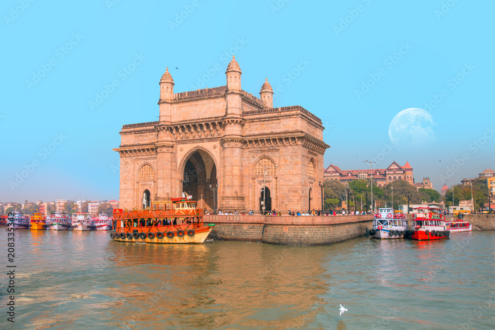 Fototapety, obrazy: The Gateway of India and boats as seen from the Harbour