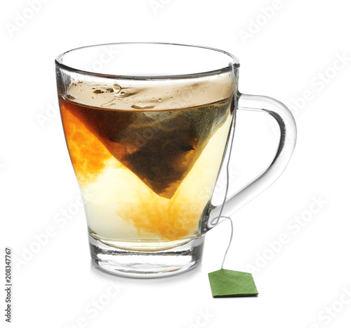 Foto op Plexiglas Thee Brewing of hot tea in glass cup on white background