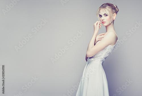 Fashion portrait of Beautiful Young Woman with Blond Hair Slika na platnu
