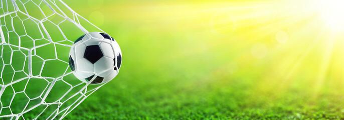 Piłka Nożna W Celu Z światłem Słonecznym