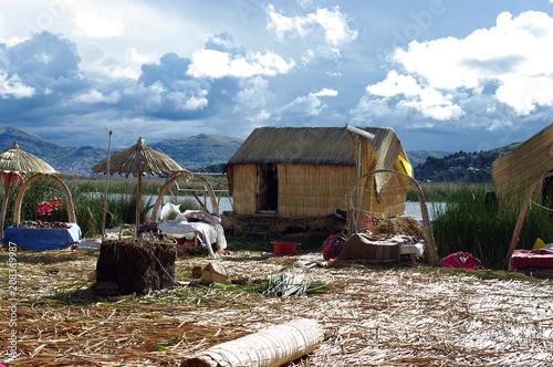Fotobehang Zuid-Amerika land Îles Uros sur le lac Titicaca - 4