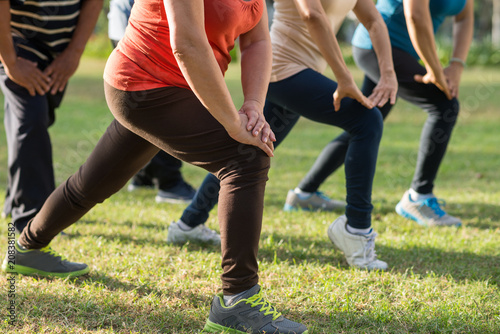 Photo  Doing lunges