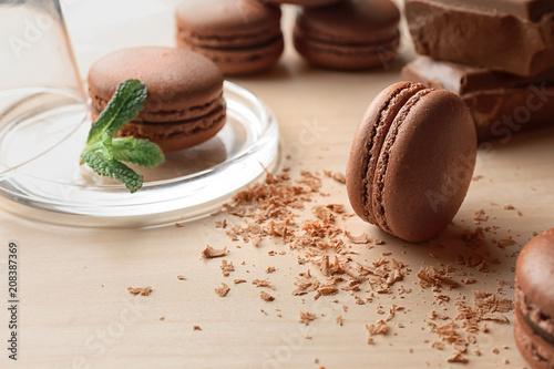 Foto auf AluDibond Macarons Delicious chocolate macarons on table