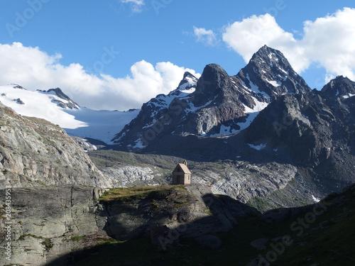 Spoed Foto op Canvas Alpen Alpy, Włochy - kapliczka przy schronisku Rif. Deffeyes