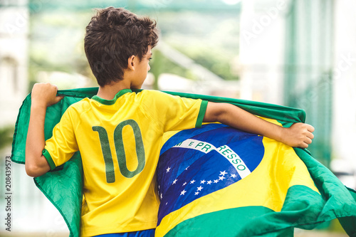 Foto  Brazilian Boy Holding The Flag of Brazil