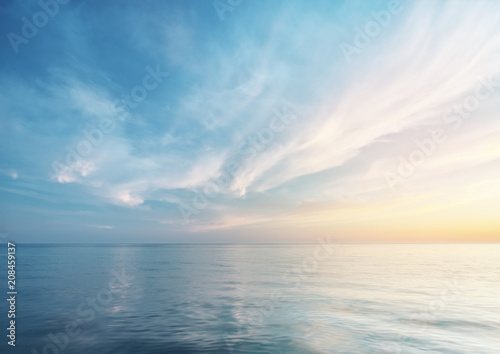 Tuinposter Zee / Oceaan Beautiful seascape reflection.