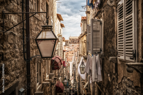 Poster Ruelle etroite Famous narrow alley of Dubrovnik old town, Croatia