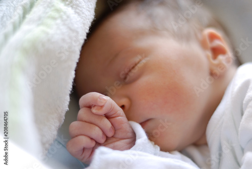 Papiers peints Individuel Newborn baby girl in hostpital bed sleeping
