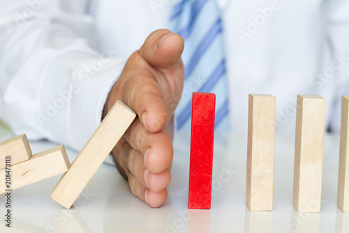 Fotografía  Solving problem and domino effect abstract business concept