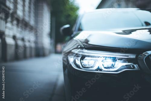 Foto op Canvas Licht, schaduw Scheinwerfer eines Autos, Altstadt, LED