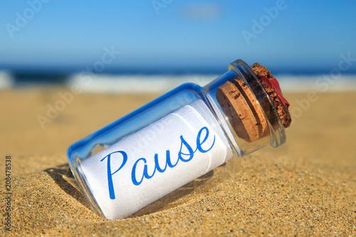 Fotografie, Obraz  Flaschenpost am Strand: Pause