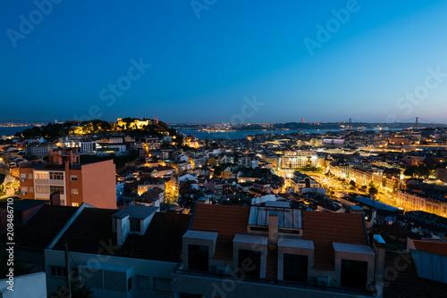 Plakat Podniesiony widok na panoramę Lizbony.