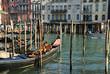 Gondeln auf dem Canal Grande in Venedig