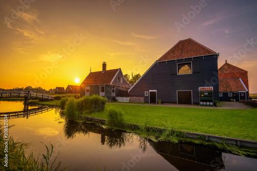Foto auf AluDibond Stadt am Wasser Sunset above the village of Zaanse Schans in the Netherlands