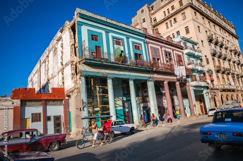 Staande foto Havana HABANA, CUBA-JANUARY 12: City street on January 12, 2018 in Habana, Cuba. Street view of Habana