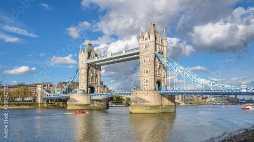 Staande foto Brug Tower Bridge in London