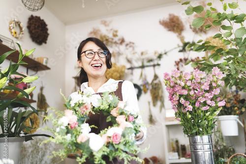 wizerunek-pracy-w-niepelnym-wymiarze-czasu-w-kwiaciarni
