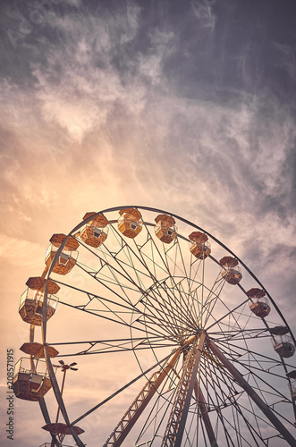 Keuken foto achterwand Amusementspark Vintage toned picture of a Ferris wheel at sunrise.