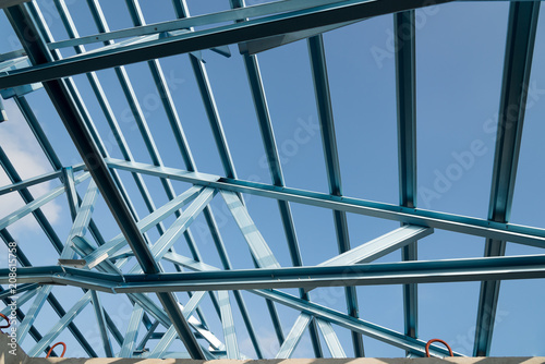 Spoed Foto op Canvas Trappen Structure of steel roof frame for building construction.