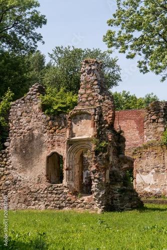 Deurstickers Rudnes Schloss Putzar - Ulrichsbau - Ruine - Außenansicht - Ostseite