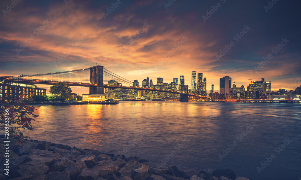 Fototapety, obrazy: New York City at sunset. NYC famous postcard place at Brooklyn Bridge park with Brooklyn Bridge in front of image.