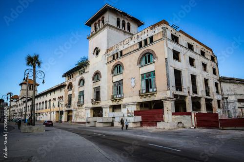 HABANA, CUBA-JANUARY 11: City street on January 11, 2018 in Habana, Cuba Canvas Print