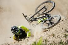 Spectacular Crash During Fast ...