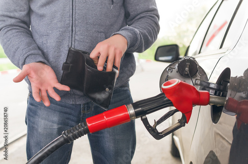Photographie Lack of money for gasoline and fuel