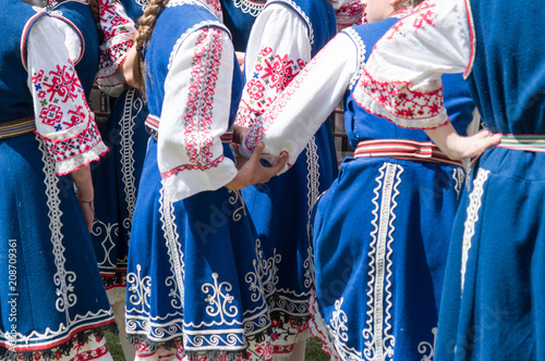 Fotografia  Traditional bulgarian dancers