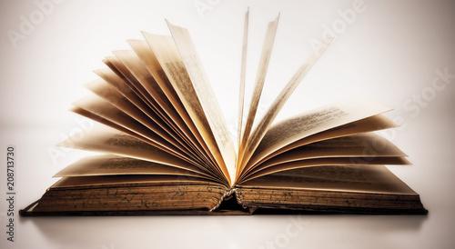 Foto  Altes Buch