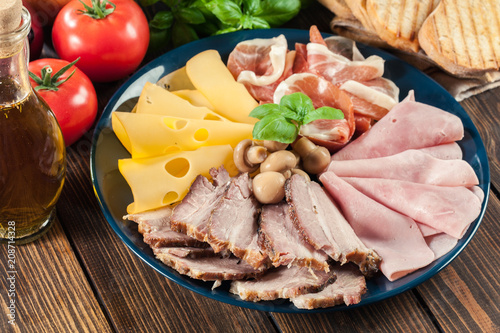 In de dag Assortiment Cold meat platter with ham, prosciutto, bacon and cheese