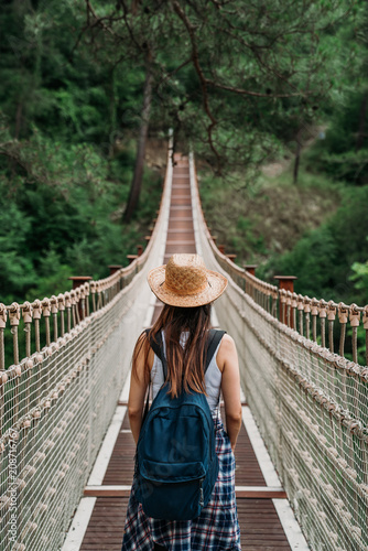 Foto  Happy travel woman on vacation concept