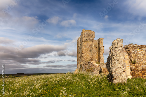 Fotobehang Rudnes Ancient ruins in rural English landscape