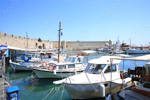 Foto op Plexiglas Poort Port in Rhodes Town, Rhodes Island, Mediterranean Sea, Greece