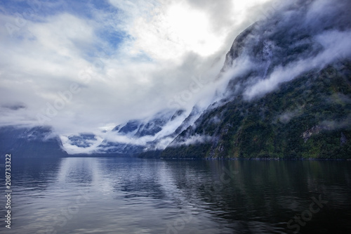 Papiers peints Océanie foggy weather in milford sound fiordland national park most popular traveling destination in new zealand